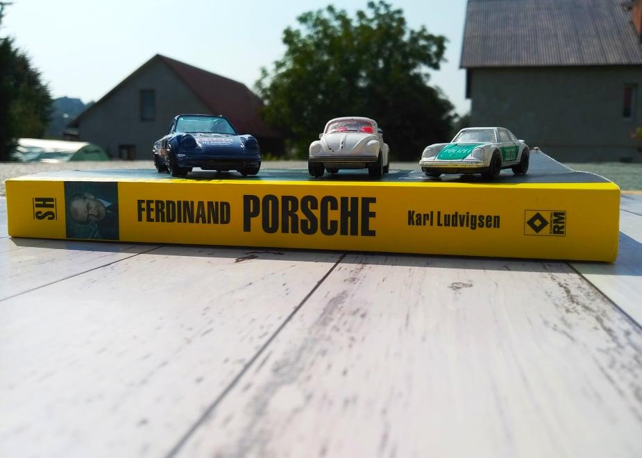 """Zdjęcie grzbietu książki pt. """"Ferdinand Porsche. Ulubiony inżynier Hitlera"""""""